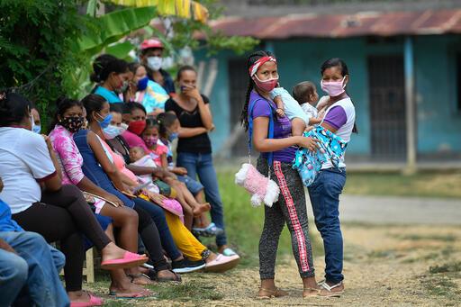 Mujeres son atendidas en el ambulatorio de Putucual, uno de los centros con presencia de Médicos Sin Fronteras en Sucre | Foto: Matias Delacroix