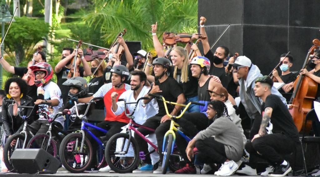 Daniel Dhers lo volvió a hacer: movió a Caracas en su bicicleta (Fotos)