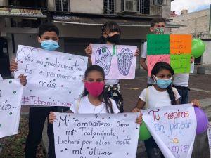"""""""Nuestros pulmones no aguantan otro día"""", niños con fibrosis quística piden al Estado medicinas"""